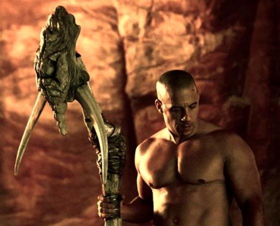 Riddick-with-alien-staff