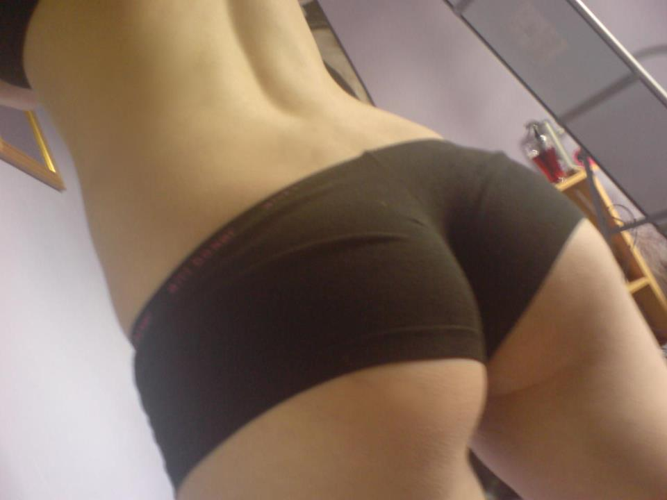 hot-girl-yoga-shorts-butt