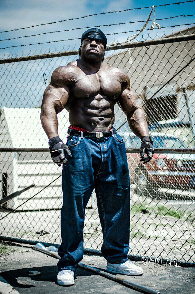 kali-muscle-photoshoot