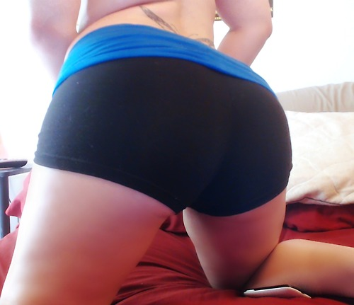 yoga-shorts-black