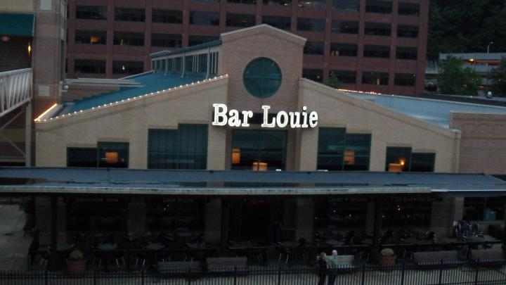 bar-louie-station-square-3