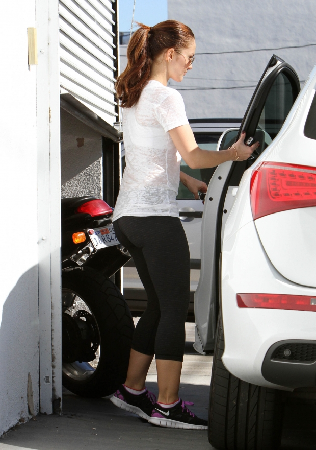 minka-kelly-yoga-pants