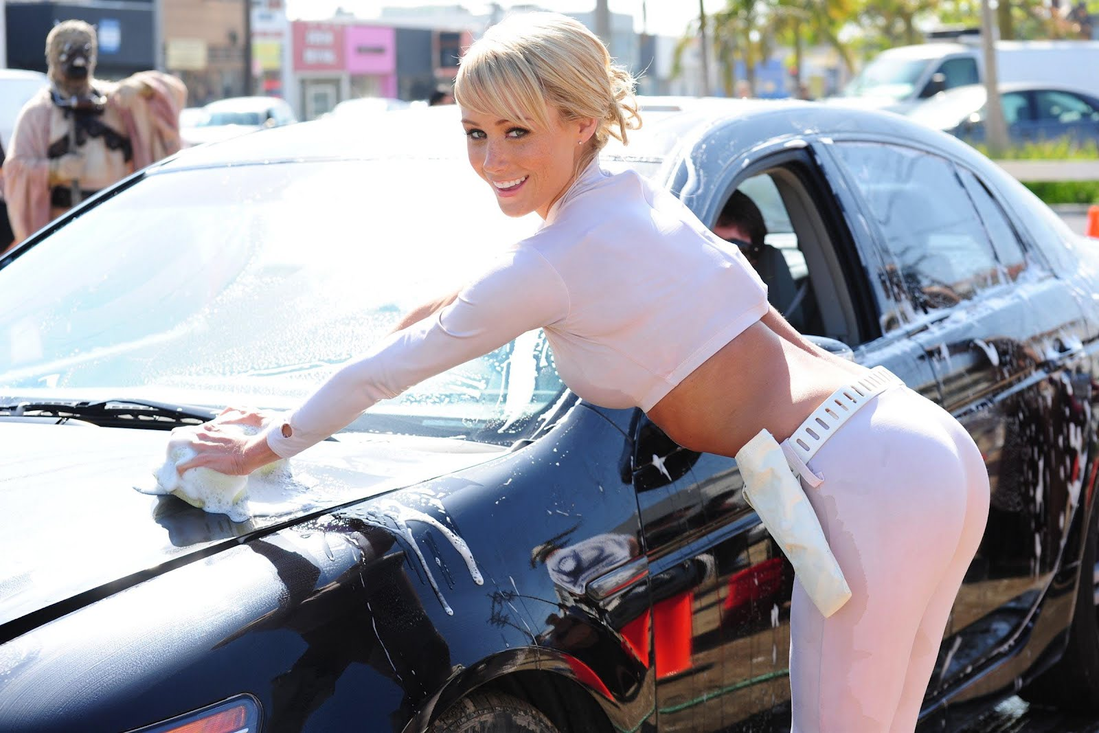 sara-jean-underwood-yoga-pants