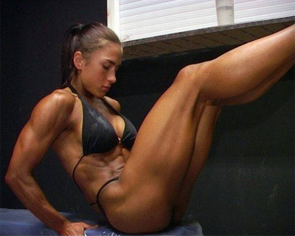 hot-girls-lifting-weights-10