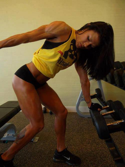 hot-girls-lifting-weights-13