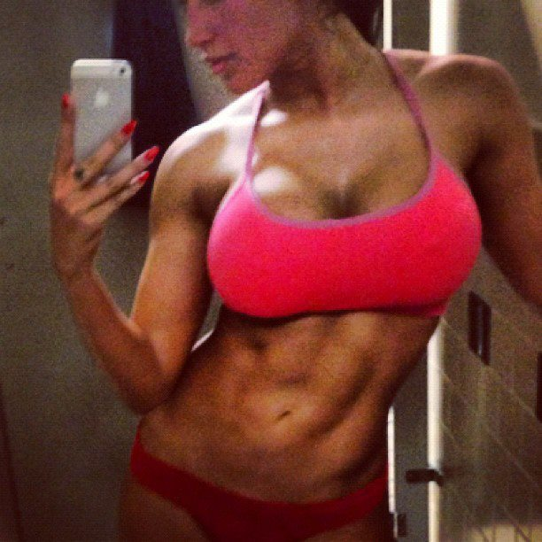 hot-girls-lifting-weights-14