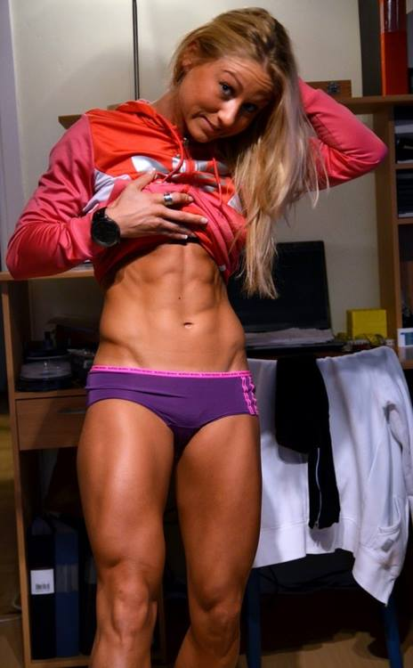 hot-girls-lifting-weights-15