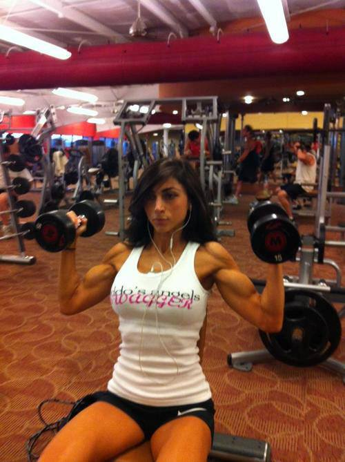 hot-girls-lifting-weights-5