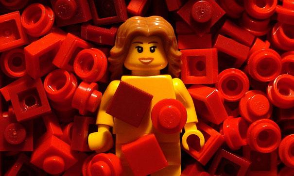 lego-movie-scenes-american-beauty