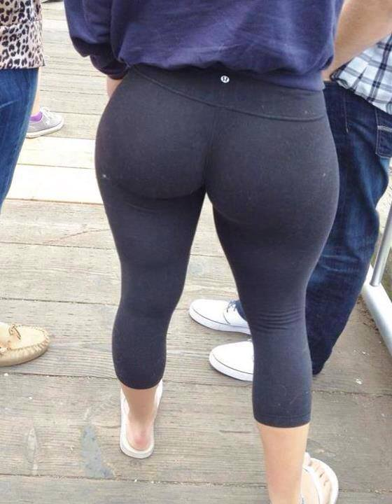 Nice big ass milf in leggings