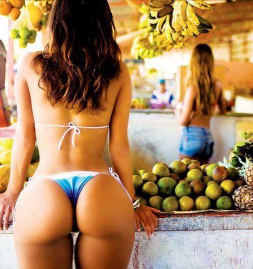 blue-bikini-fruit-market