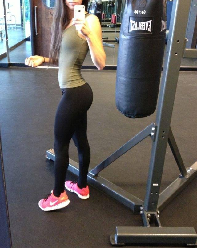 jennifer-selter-gym-selfie-2
