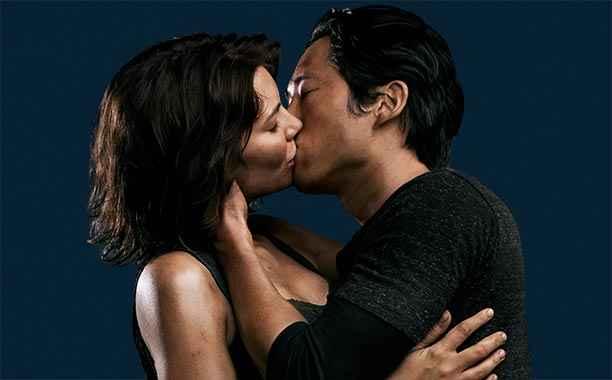 Maggie-Glenn-kiss