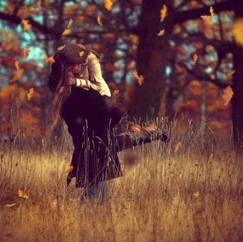autumn-aww-fall-kiss-leavese