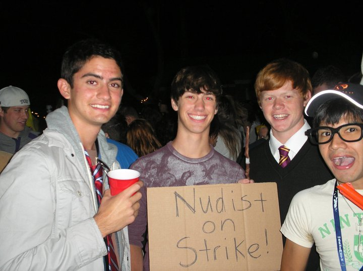 nudist-on-strike-costume