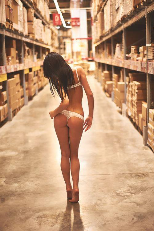 warehouse-thong