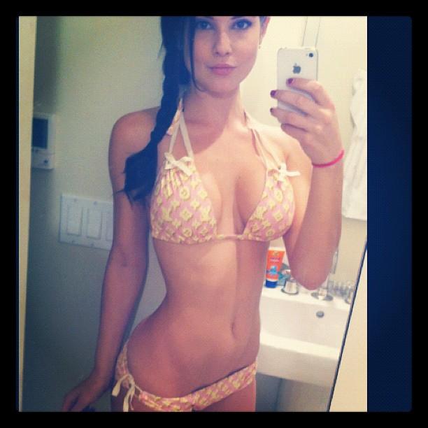 cerney-bikini-selfie