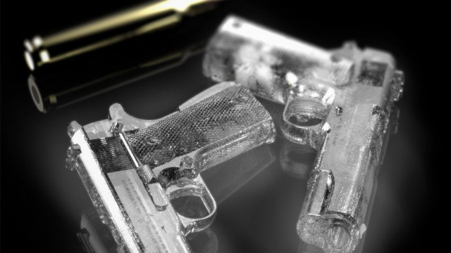gun-shaped-ice-cube