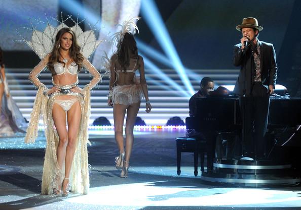 VS-Fashion-Show-2012-Bruno-Mars2
