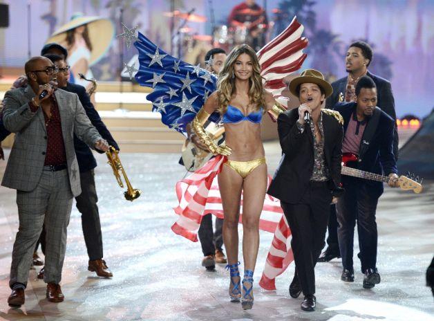 VS-Fashion-Show-2012-Bruno-Mars3