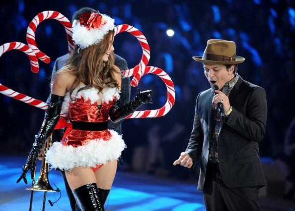 VS-Fashion-Show-2012-Bruno-Mars4