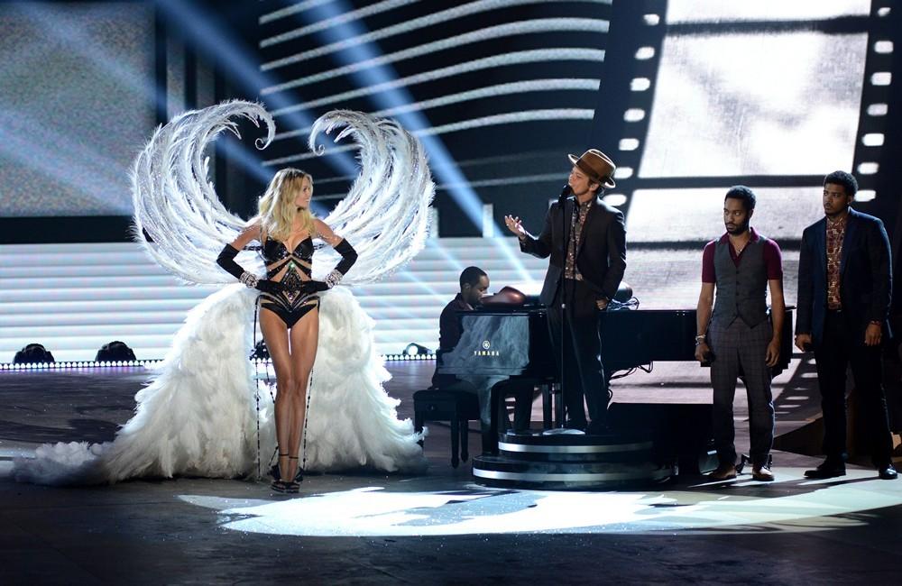 VS-Fashion-Show-2012-Bruno-Mars5