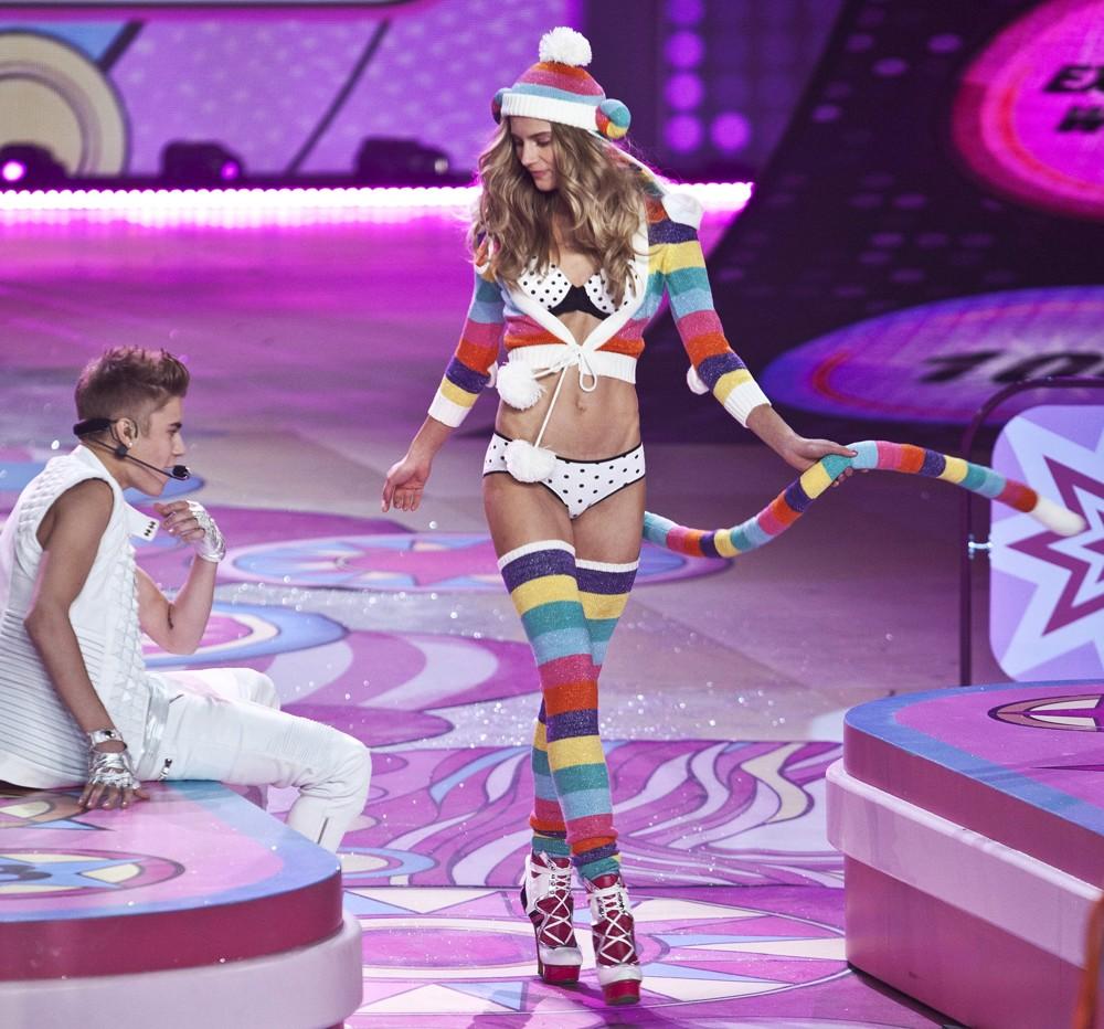 Victoria's-Secret-2012-Justin-Bieber2