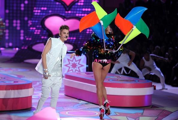Victoria's-Secret-2012-Justin-Bieber3