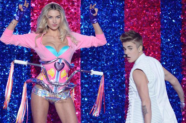 Victoria's-Secret-2012-Justin-Bieber5