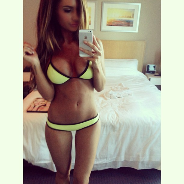 bikini-selfie-yellow-arkle
