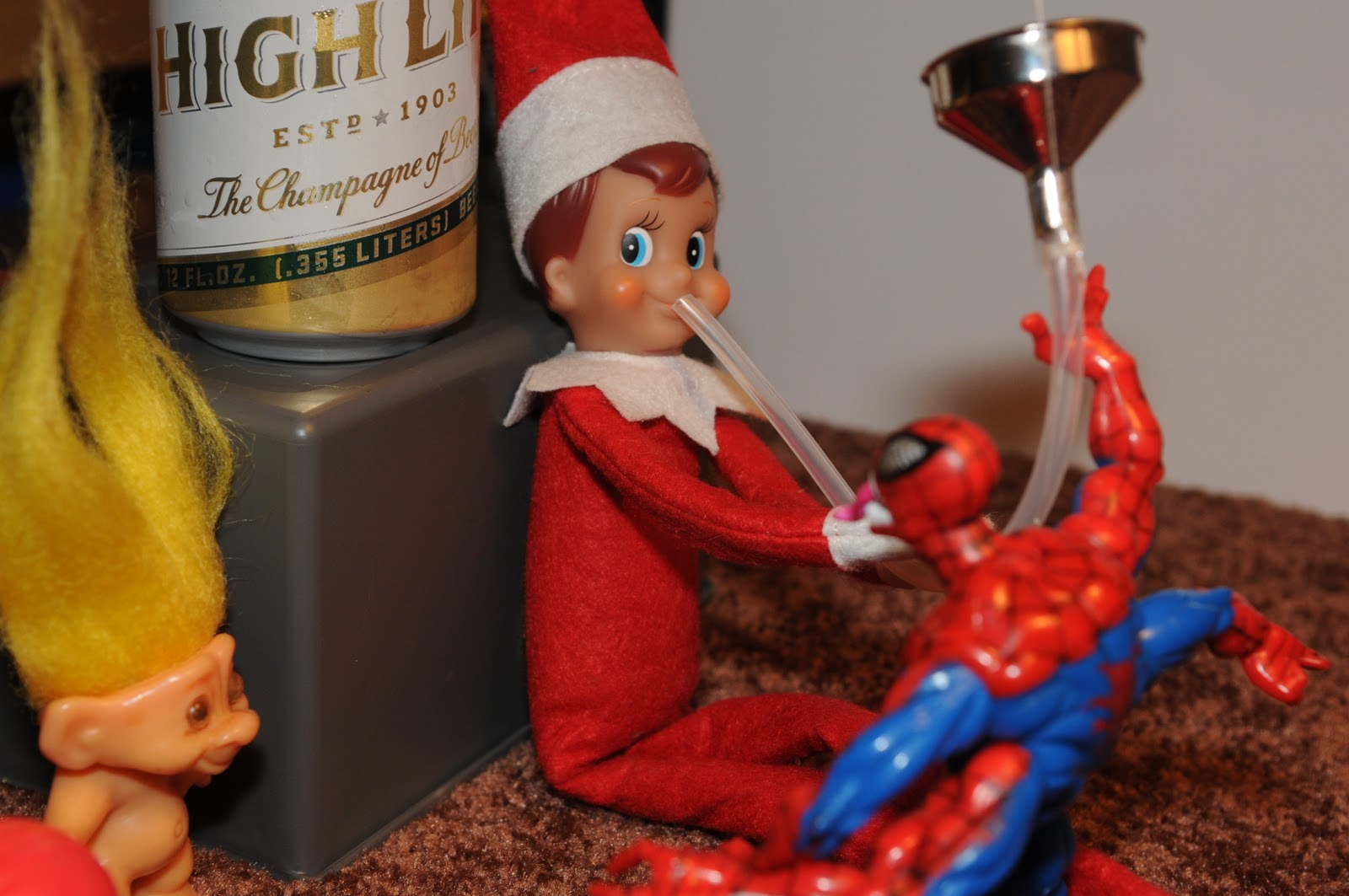 elf_on_the_Shelf_beer_Bong