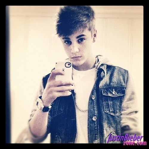 justin-bieber-stylish-look-instagram_large