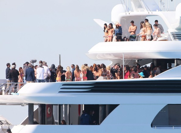 Stars-Entourage-Movie-Yacht