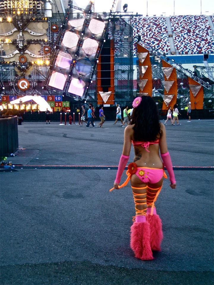 pink-butt-girl-show