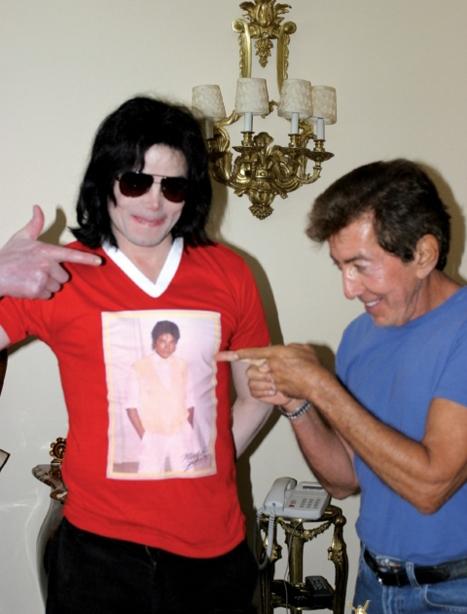 Michael jackson midget picture