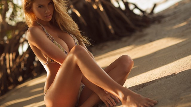 01_Charlotte McKinney