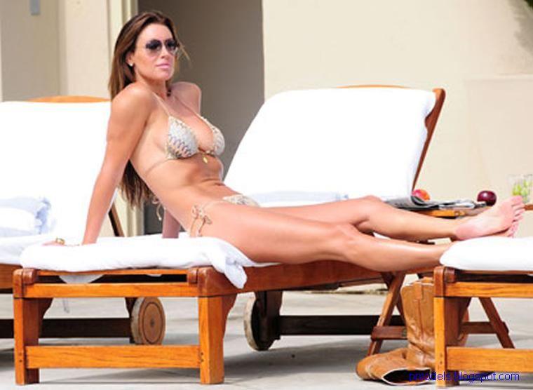 Rachel-Uchitel-Bikini-3