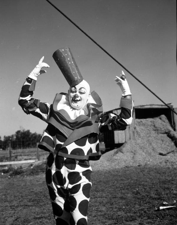 clown-Albert-Flo-White-in-Sarasota-1940s-via-floridamemory.com_
