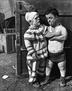 midget-circus-act